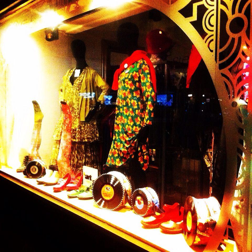 Vêtements, chaussures, et accessoires de mode pour femmes