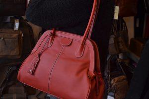 sac-en-cuir-picard-couleur-framboise-apparatchik-rue-de-la-coupe-mons
